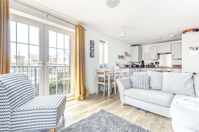 Thumbnail Flat for sale in Ampthill Way, Faringdon