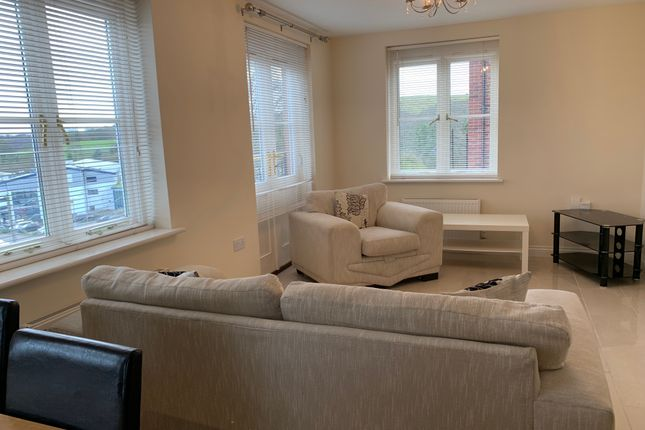 Thumbnail Flat to rent in Meadow Bank, Neath