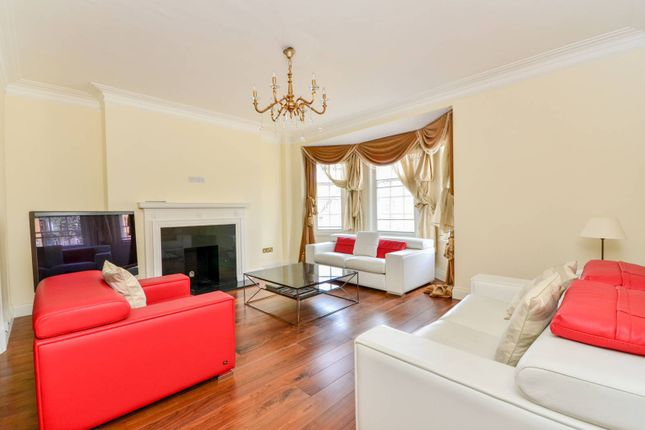 Thumbnail Flat to rent in Onslow Square, South Kensington