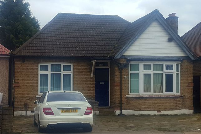 Thumbnail Bungalow to rent in Lampton Road, Hounslow Central