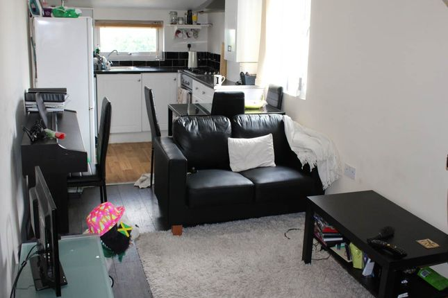 Thumbnail Flat to rent in Inverness Place, Roath, Cardiff