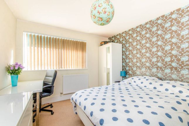 Thumbnail Flat to rent in Conistone Way, Islington