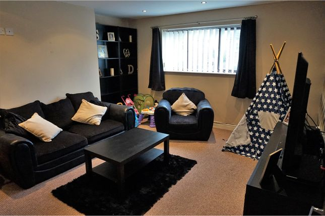 Thumbnail Flat to rent in Barleyhill Road, Leeds