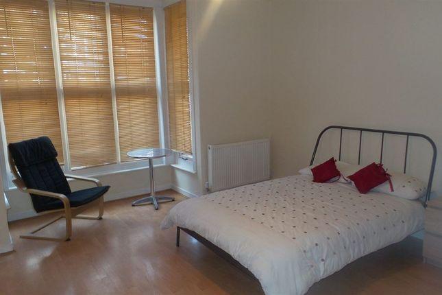 Thumbnail Room to rent in Park Road, Peterborough