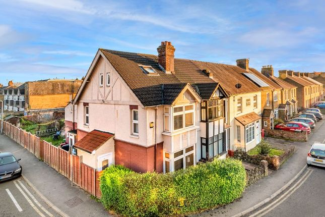 3 bed end terrace house for sale in Meadfield Road, Langley, Slough SL3