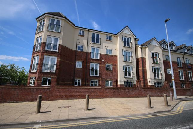 Thumbnail Flat to rent in Pinhigh Place, Salford