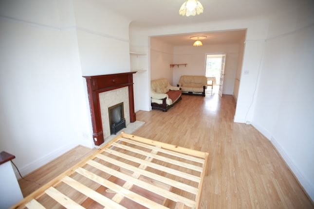3 bed semi-detached house to rent in Windsor Crescent, Harrow