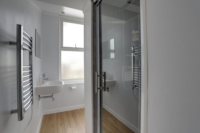 Shower Room of Hermosa Road, Teignmouth TQ14