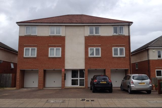 Thumbnail Flat to rent in Cormorant Drive, Dunston