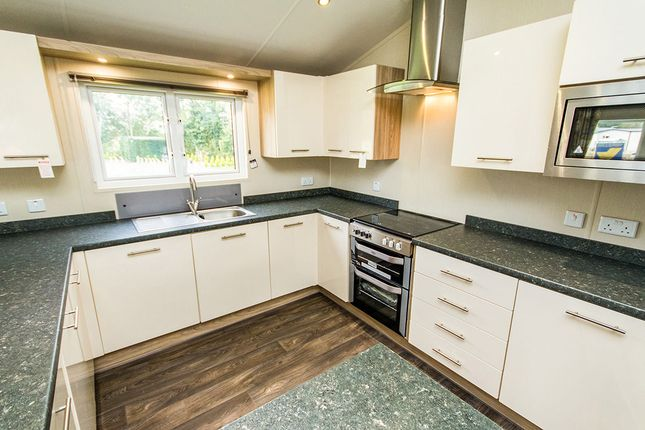 Thumbnail Bungalow for sale in Newark Road, Aubourn, Lincoln