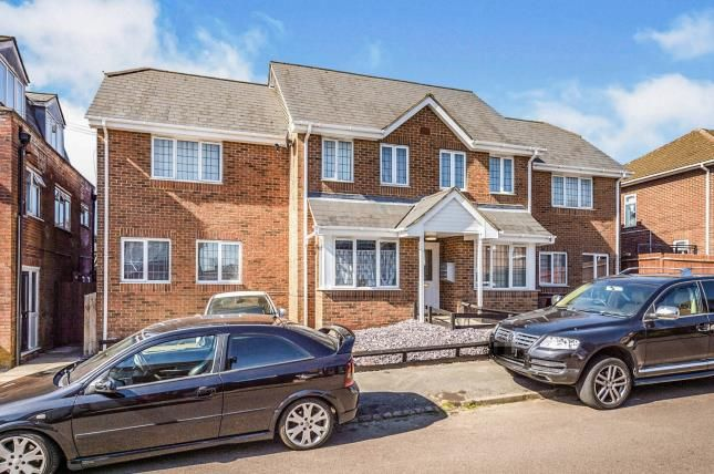 Thumbnail Flat for sale in Silecroft Road, Luton, Bedfordshire, England