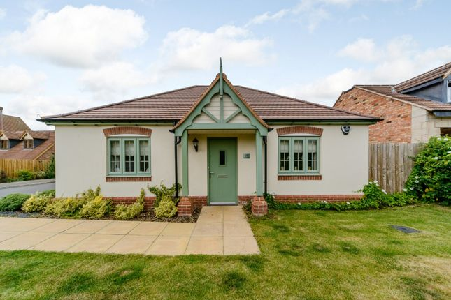 Thumbnail Bungalow for sale in Samantha Close, Stratford-Upon-Avon, Warwickshire