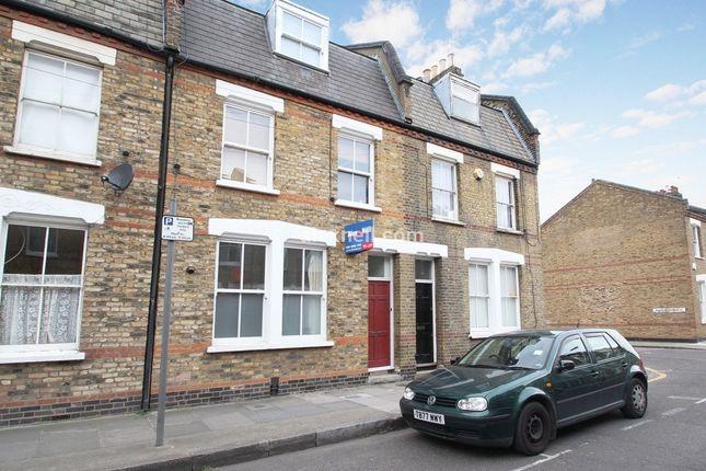 Thumbnail Flat to rent in Senrab Street, London
