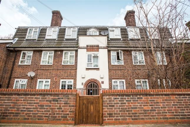 Thumbnail Flat for sale in Plaistow, London, England