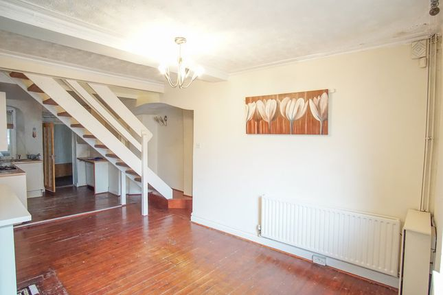 Thumbnail Terraced house to rent in Colton Road, Leeds