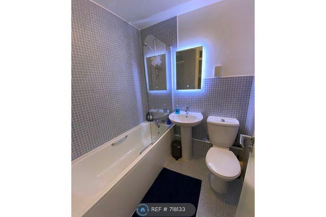 Bathroom of Copwood Close, London N12