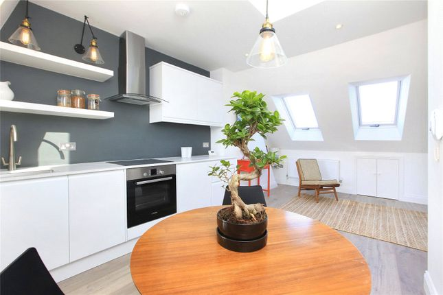1 bed flat to rent in Parma Crescent, Battersea, London SW11