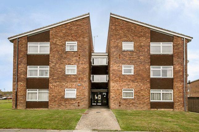 Thumbnail Flat for sale in Hillmead, Gossops Green, Crawley
