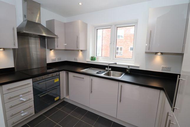 Thumbnail Flat for sale in Andrews Close, Warwick, Warwickshire