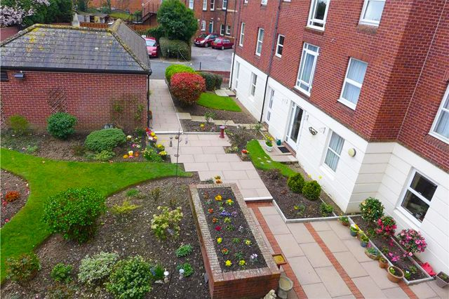 Thumbnail Flat to rent in Homeclyst House, Alphington Street, Exeter, Devon