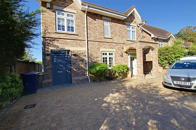 Thumbnail Town house to rent in Sandalwood Close, Arkley, Hertfordshire