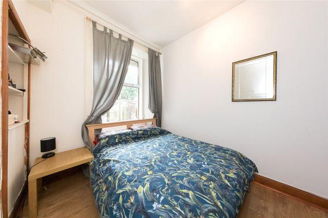 Bedroom of Ballantine Place, Perth PH1