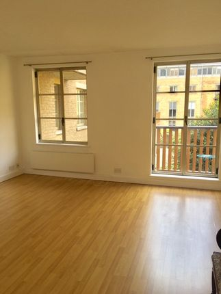 1 bed flat to rent in The Circle, Queen Elizabeth Street SE1, London