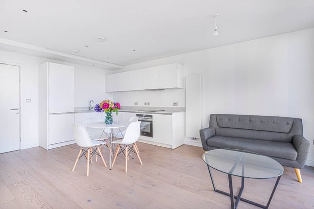 Thumbnail Flat to rent in Highgate Hill, London