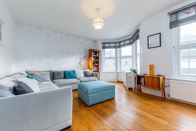 3 bed flat for sale in Falkland Road, London N8