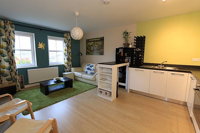 Thumbnail Flat to rent in Rainbow Road, Erith