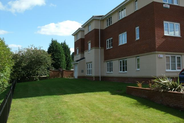 Thumbnail Flat to rent in Whitecroft Meadow, Middleton