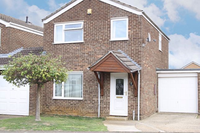 Thumbnail Detached house to rent in Avocet Way, Banbury