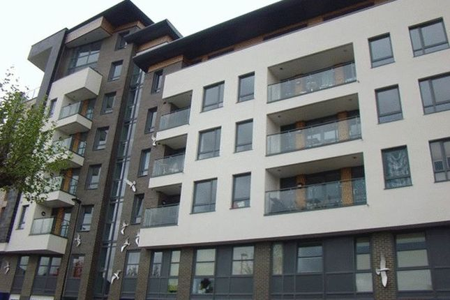 2 bed flat to rent in College Street, Southampton