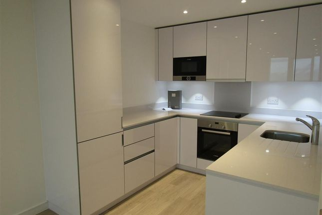 2 bed flat to rent in Saffron Central Square, Croydon
