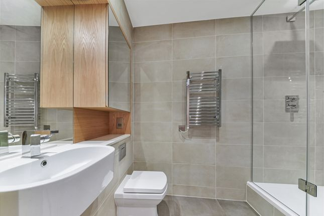 Bathroom of Arena Tower, Crossharbour Plaza, Isle Of Dogs E14