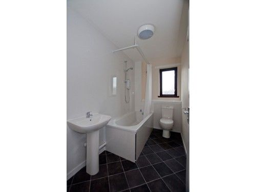 Thumbnail Flat to rent in Riverside View, Alloa