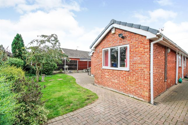 Thumbnail Detached bungalow for sale in Newfields Avenue, Moorends, Doncaster