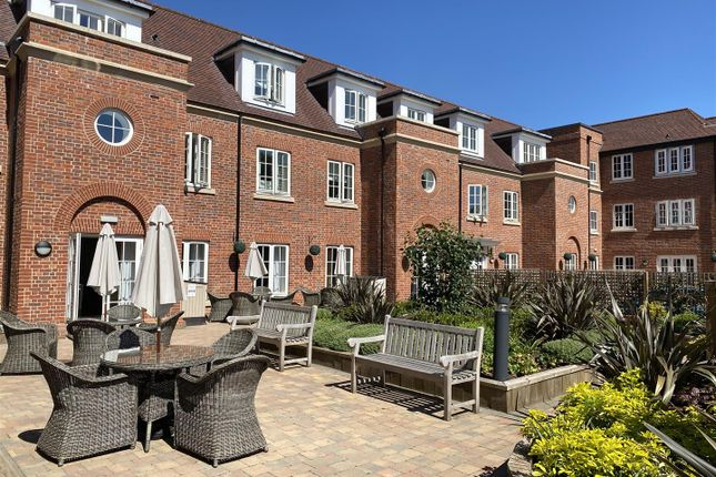 Thumbnail Flat for sale in Norwood Court, The Broadway, Amersham