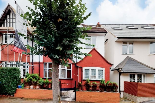 3 bed flat for sale in Clifton Gardens, London NW11