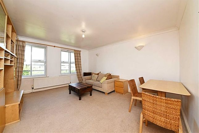 2 bed flat for sale in Great North Way, Hendon, London