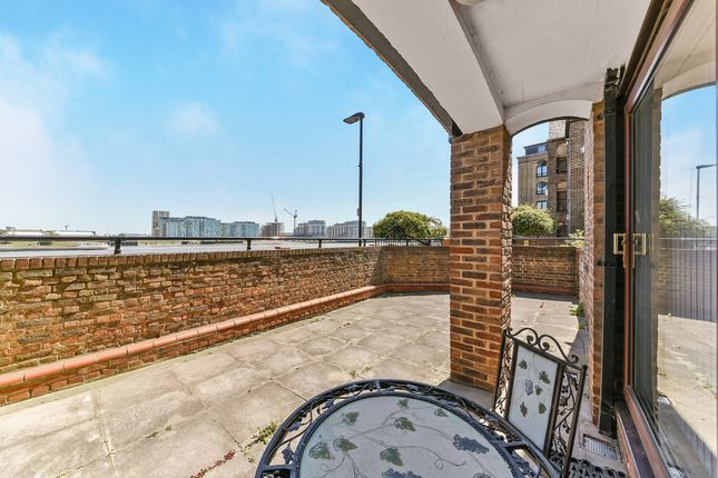 Thumbnail Flat To Rent In Plymouth Wharf Docklands London
