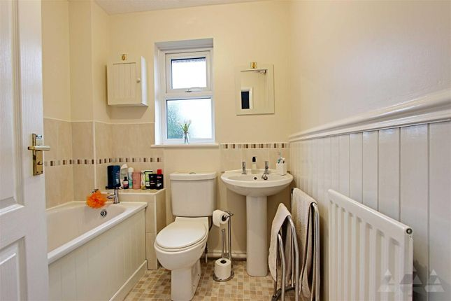 Bathroom of Loxley Drive, Mansfield NG18