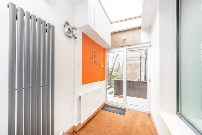 Thumbnail Flat to rent in Ballards Lane, Finchley Central, London