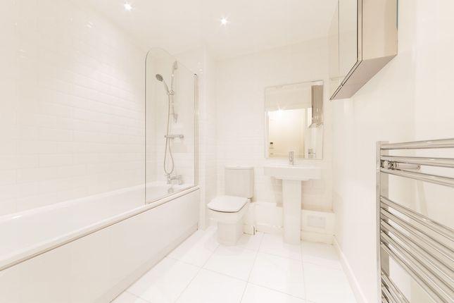 Bathroom of City Peninsula, 25 Barge Walk, London SE10