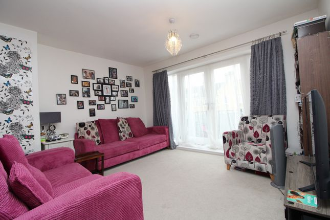 Thumbnail Flat for sale in Chapel Drive, Dartford