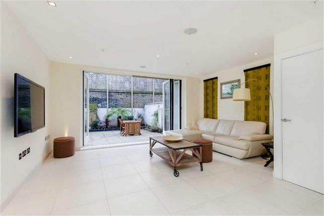 Thumbnail Terraced house to rent in Willow Walk, Angel