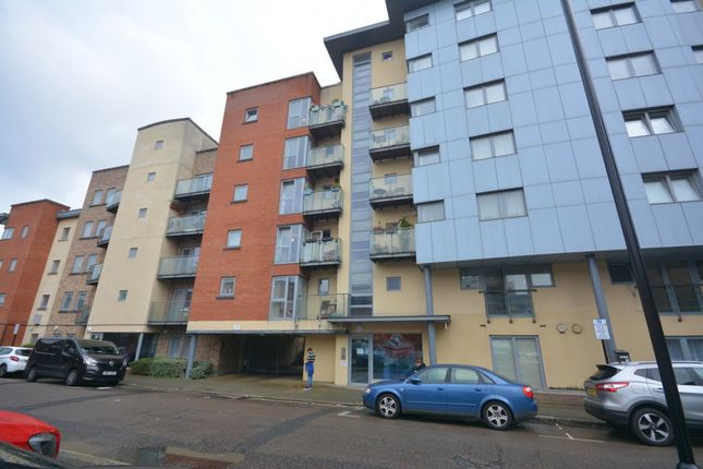Thumbnail 1 bed flat for sale in Orchard Place, City Centre, Southampton, Hampshire