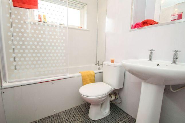 Bathroom of Almond Road, Cumbernauld G67