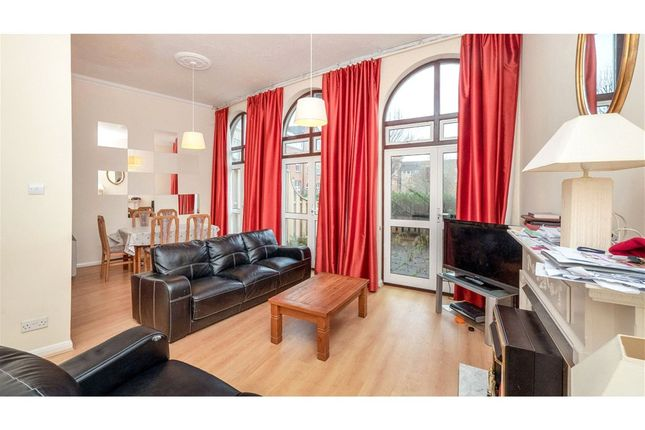 Thumbnail Flat for sale in Alcantara Crescent, Southampton, Hampshire
