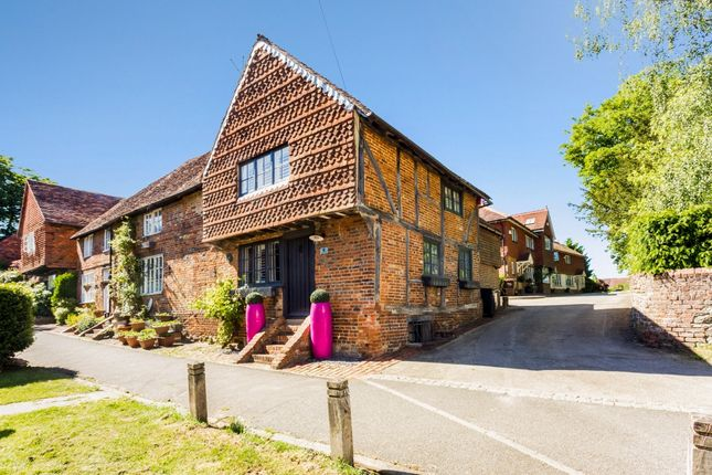 Thumbnail Cottage to rent in Church Walk, Bletchingley, Redhill
